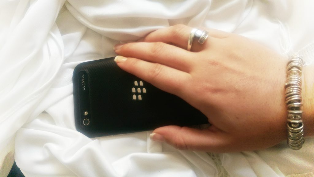 how to battery change blackberry classic