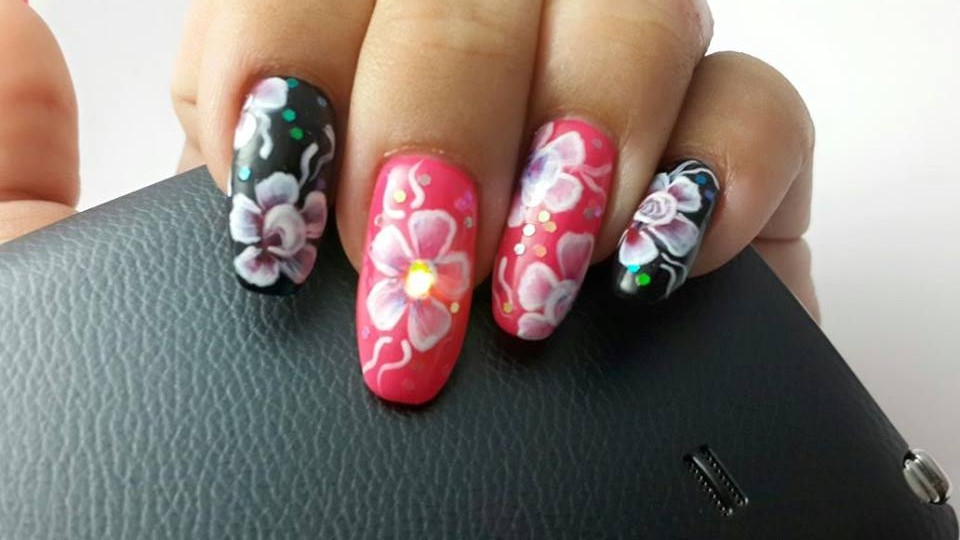 Flashing light up nails are available in South Africa! - Tech Girl